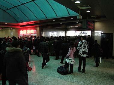 091227長春駅待合室