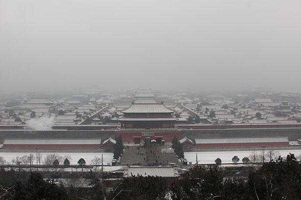 100102北京景山公園から雪の故宮1