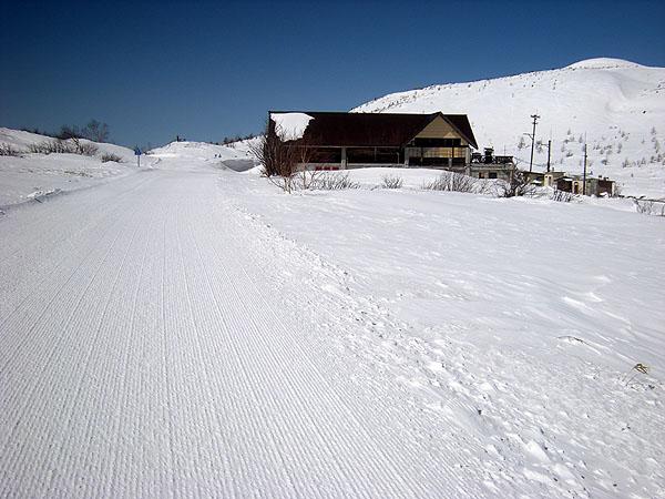100314除雪前の志賀草津道路