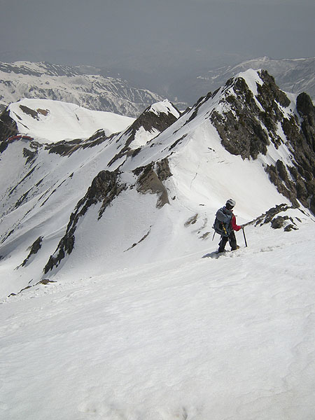 100505五竜岳山頂直下を下る