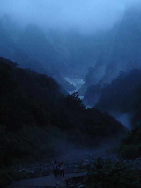 100801夜明けの谷川岳一ノ倉沢
