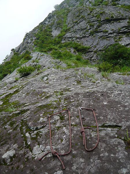 100801一ノ倉沢烏帽子沢奥壁衝立岩中央稜基部
