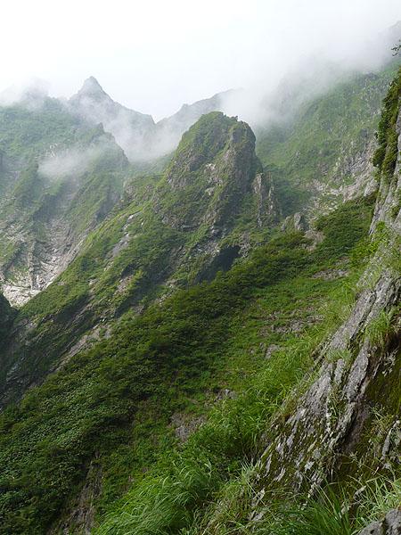 100801一ノ倉沢衝立岩中央稜基部から2