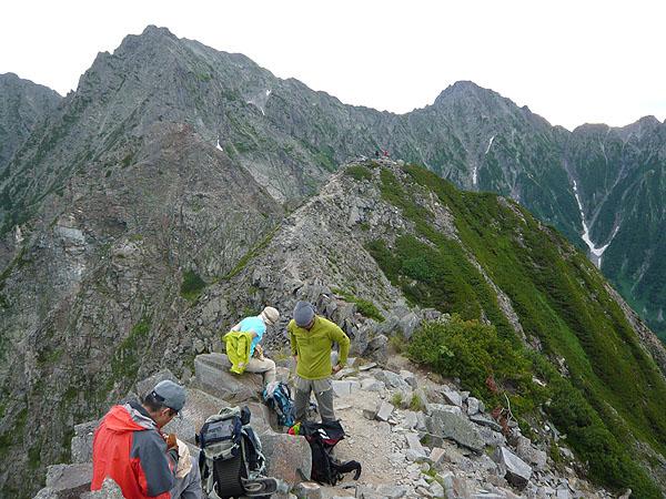 100808西穂高岳山頂で身支度