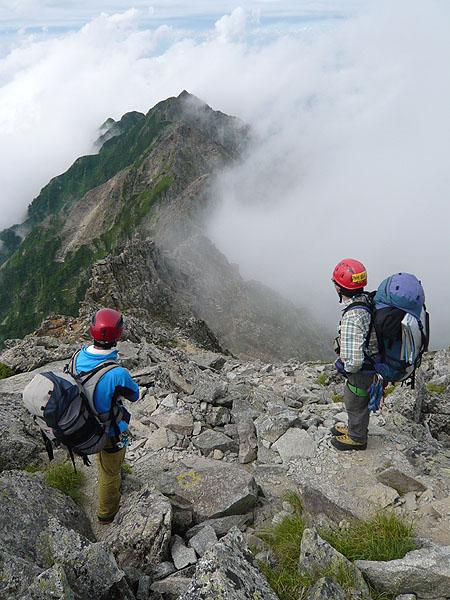 100808奥穂西穂・畳平ノ頭手前から西穂への稜線を眺める