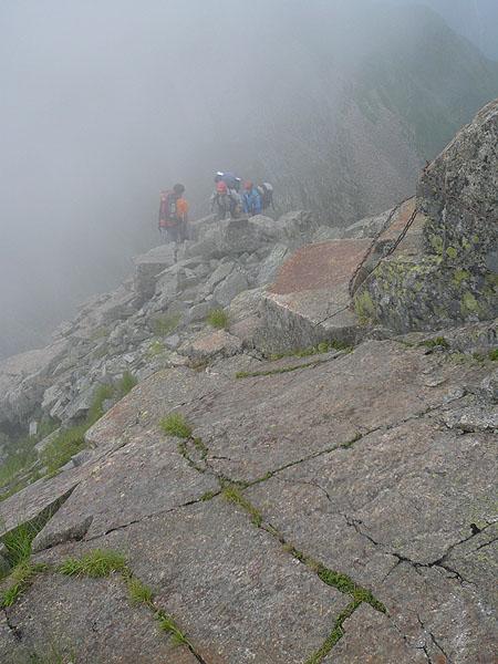 100808奥穂西穂天狗岳の斜面を登る