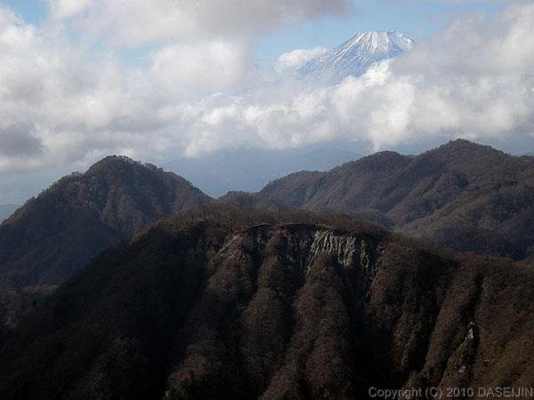 101121丹沢・棚沢の頭から富士山