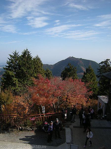 101128御岳山・武蔵御嶽神社正殿からの眺め