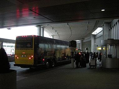 101225トロント空港バスターミナル