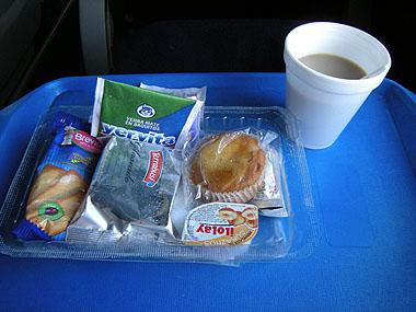 101228リオガジェゴス行きバスの朝食