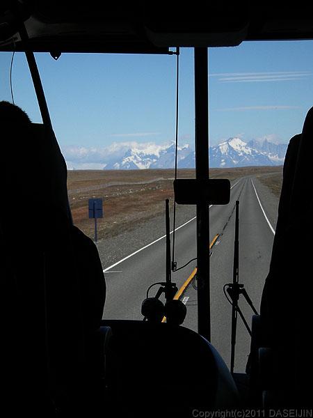 101231チリアルゼンチン国境パタゴニアの山々が近づく