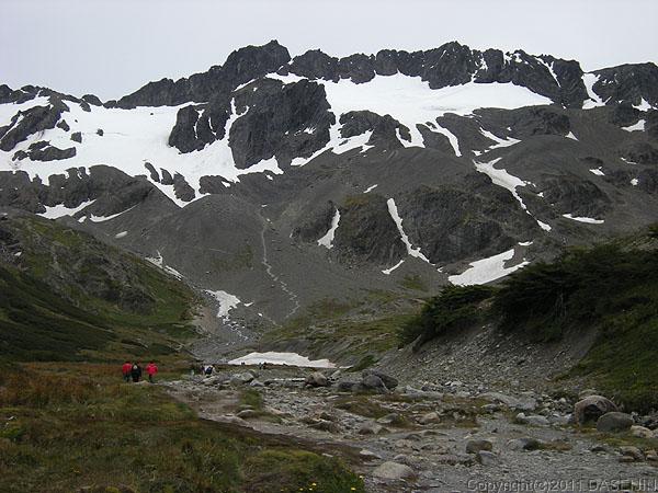110106フエゴ島・ウスアイア、マルティアル氷河のカールを登る