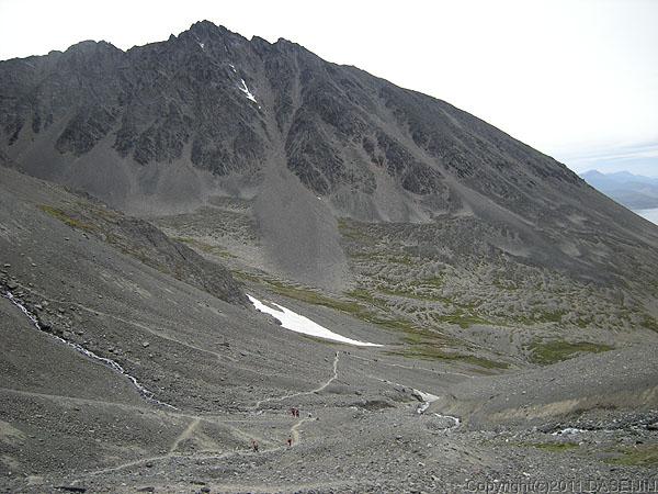 110106フエゴ島・ウスアイア、アマルティア氷河のカールの対岸の山