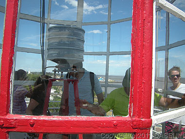 110108コロニア・デル・サクラメント、灯台の上は狭い