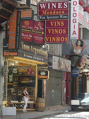 110109ブエノスアイレス、フロリダ通り近くのワインショップ
