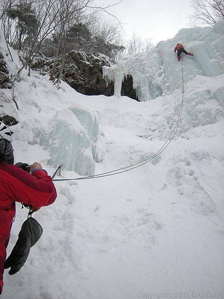 110326南沢大滝を登る