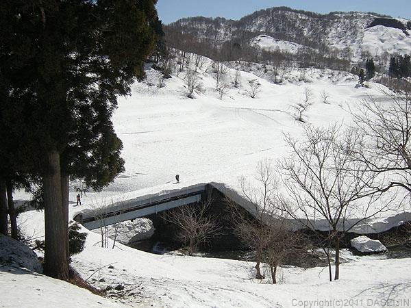 110417守門岳・橋を渡って終了