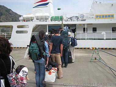 110430小笠原父島でははじま丸に乗船