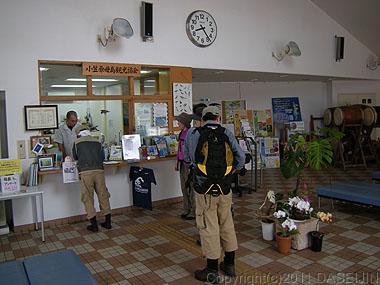 110501小笠原母島観光案内所でツアーの受付
