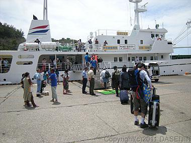 110504小笠原母島ははじままるに乗船