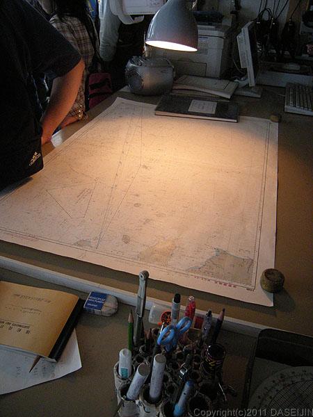110508おがさわら丸ブリッジの海図