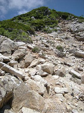 110717越中沢岳へのガレ場の登り