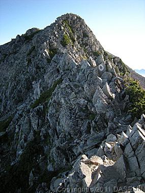 110717北薬師岳への痩せた稜線