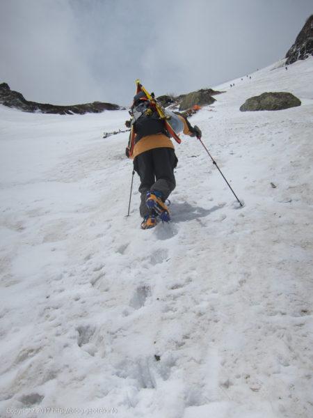 170603 白馬大雪渓の難所を登る