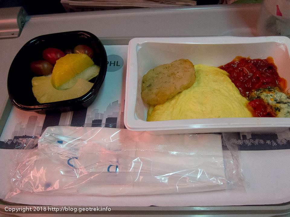 171128 機内食、朝食みたいだけど夕食