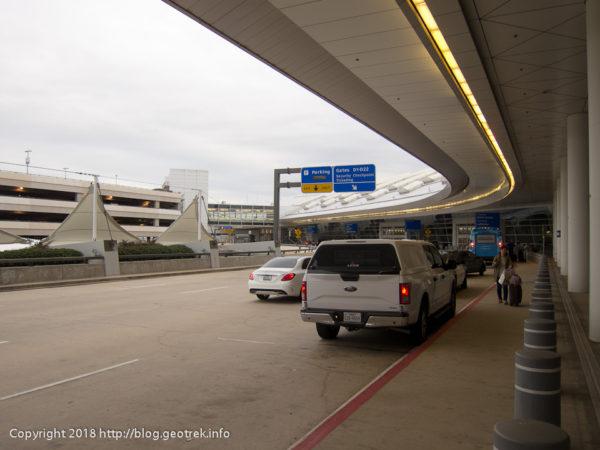 171111ダラス空港の外