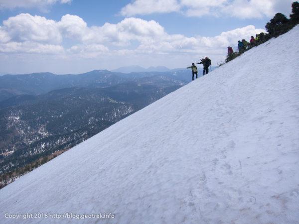 180505 山頂直下の斜面