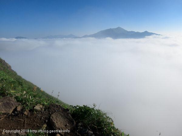 180714雲海に浮かぶ朝日岳