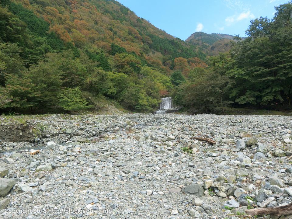 181007 堰堤の上の広い河原