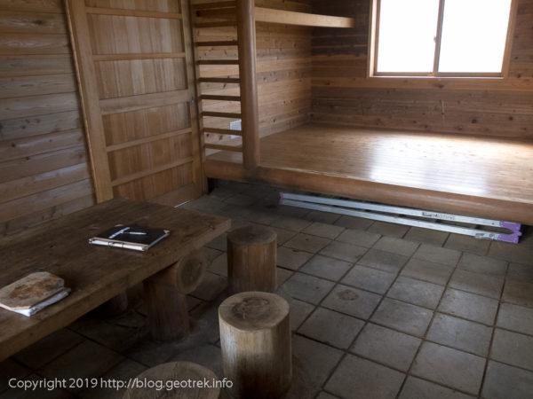 181123 菰釣避難小屋の内部