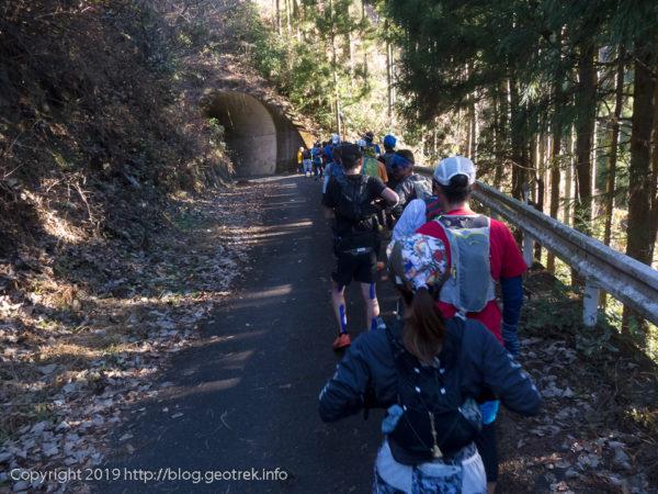 181224 登山道入り口のトンネル