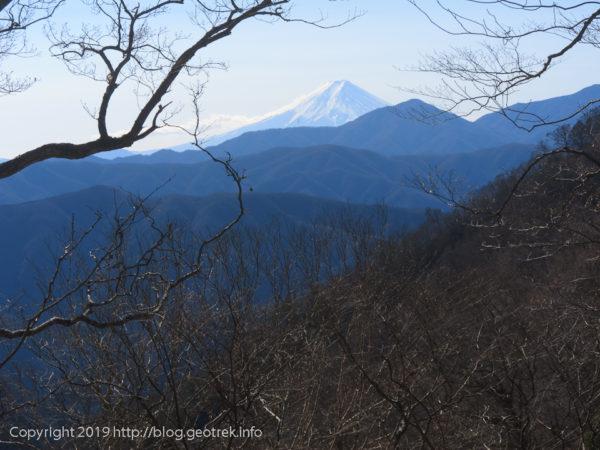 190119 七ツ石小屋手前の登山道から富士山