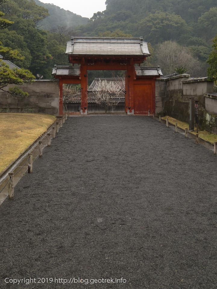 190222 仙厳園の門と桜