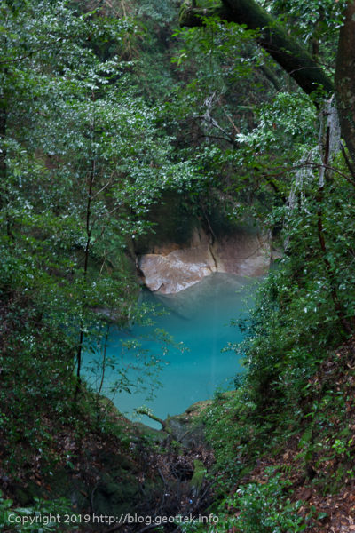 霧島神水峡の青い水
