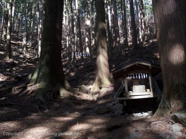 惣岳山への途中の真名井神社
