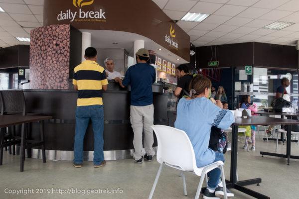 0427 バスターミナルのカフェ