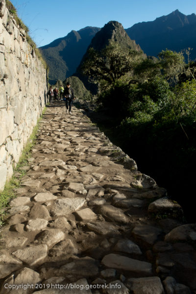 190501 石畳の道を登山口へ