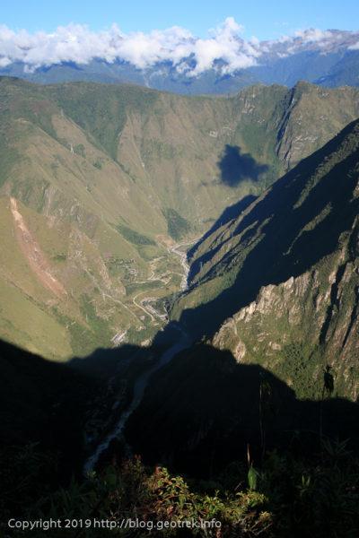 190501 深い谷、遠くに雪山