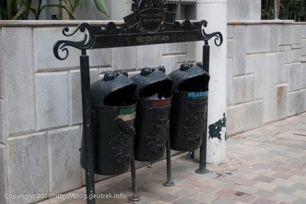190501 マチュピチュ村のゴミ箱