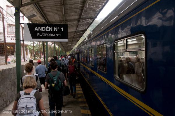 190501 列車に乗り込む