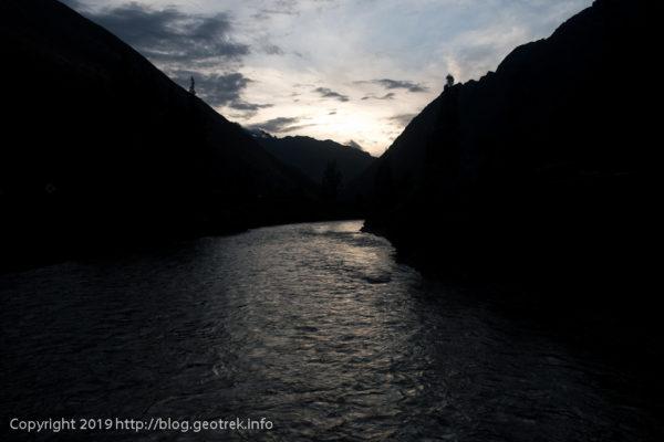 190501 ウルバンバ川を渡る