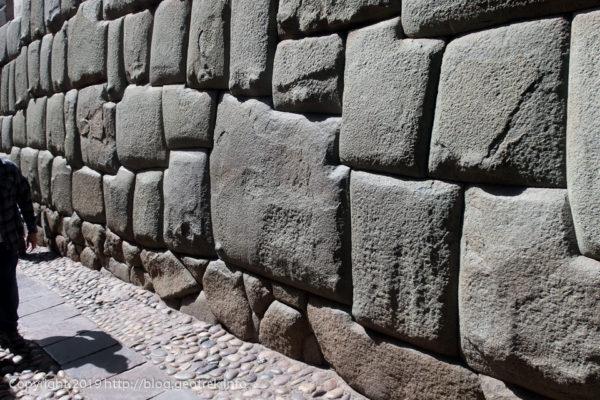 190502クスコ12角の石