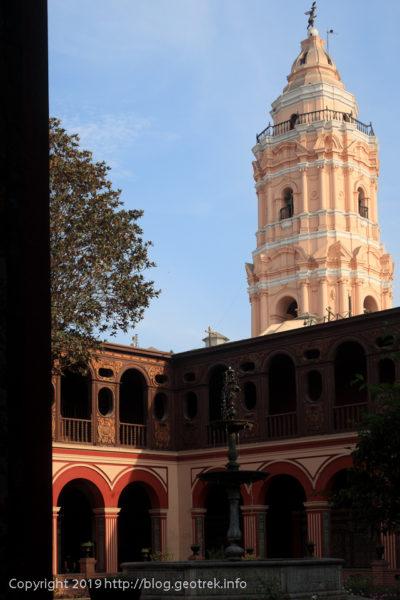 190505 サント・ドミンゴ教会の中庭と塔