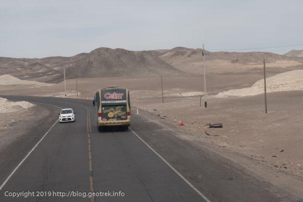 砂漠をナスカに向かう