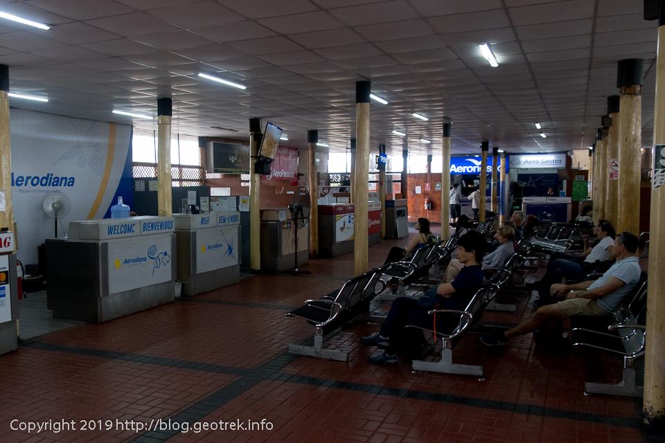 ナスカの空港ロビー