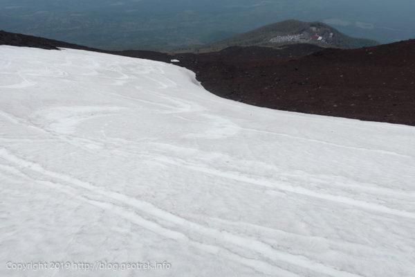 190526 雪田を滑る
